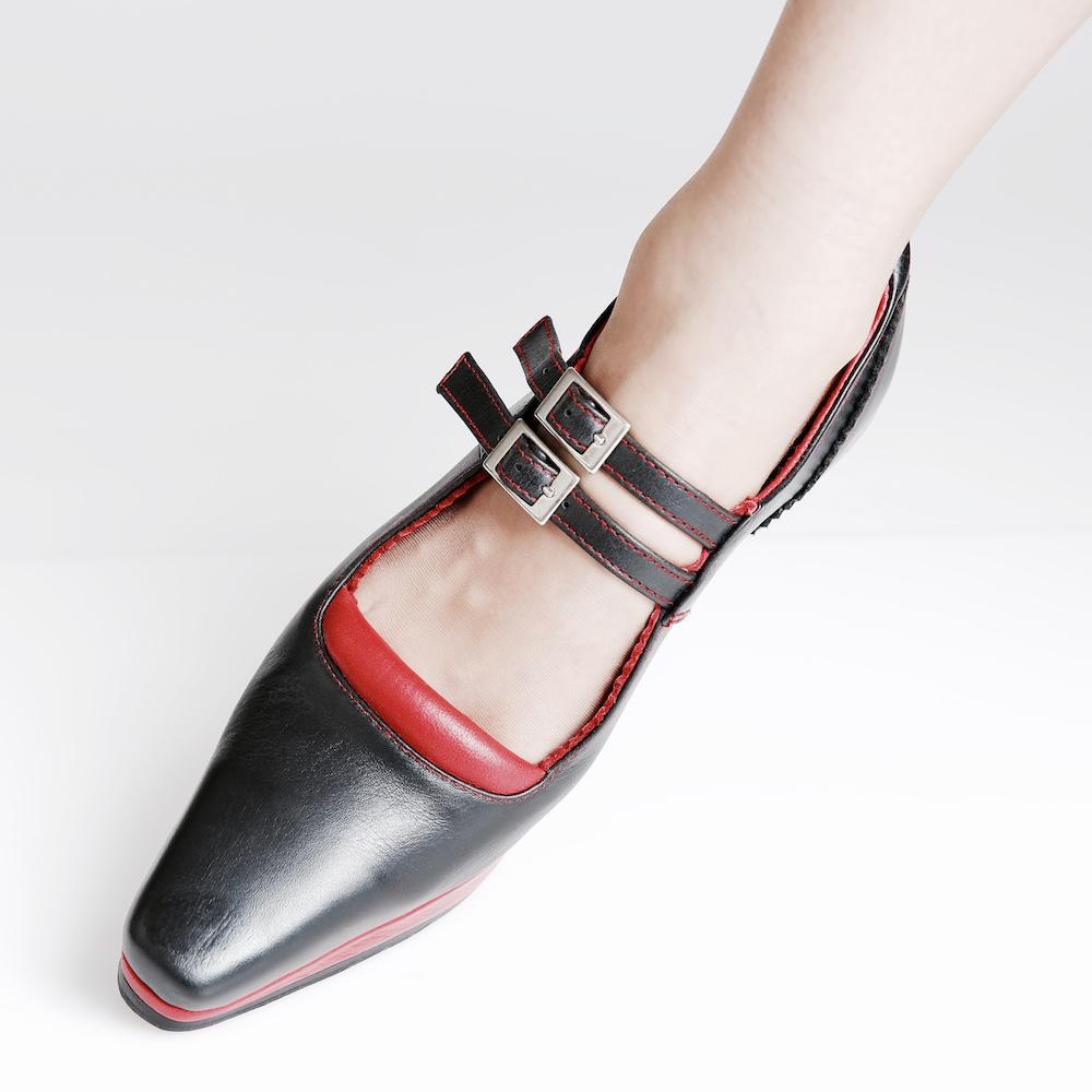 HABANA_black_front_leg