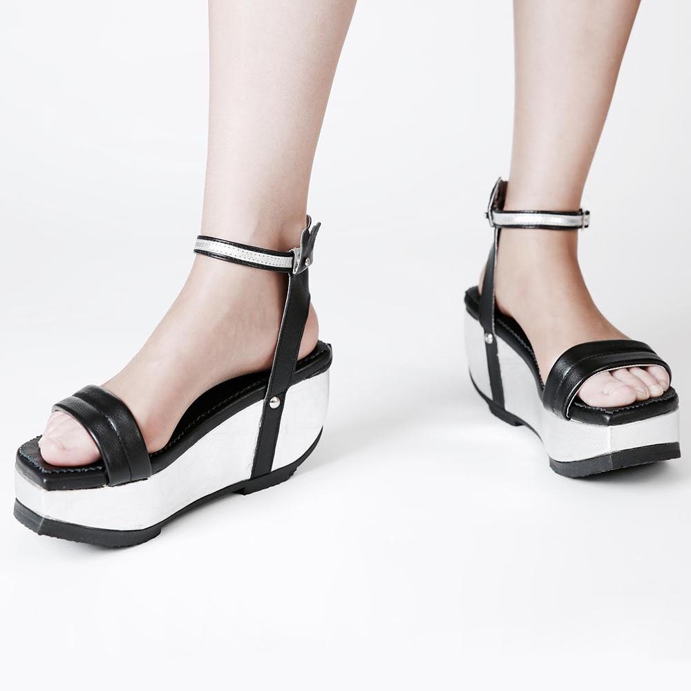 Platform sandal with foldable back
